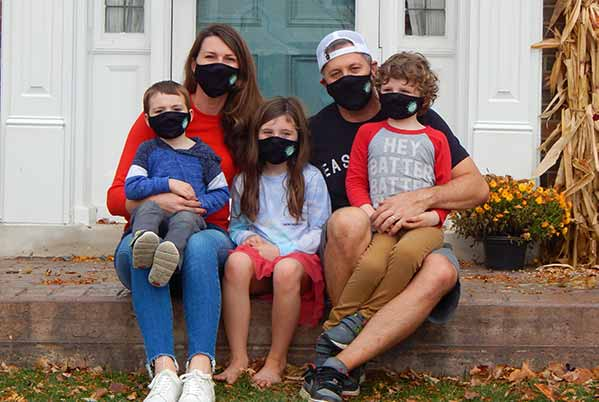 https://lgdelivers.com/wp-content/uploads/2020/11/Mask-Up-Family-La-Grange.jpg